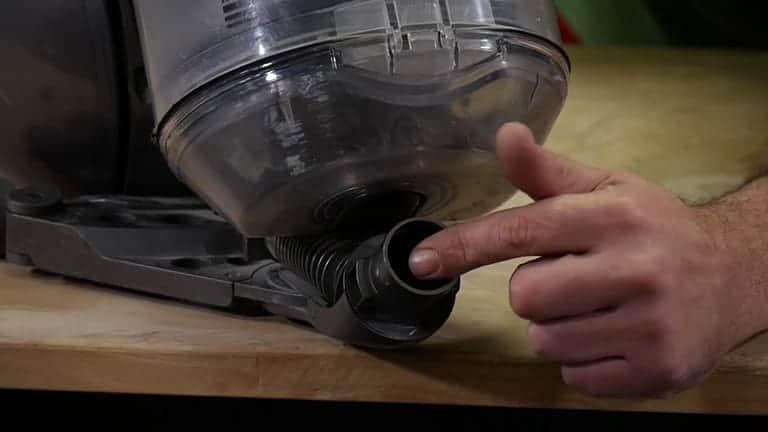 vérifier le flexible de votre aspirateur dyson