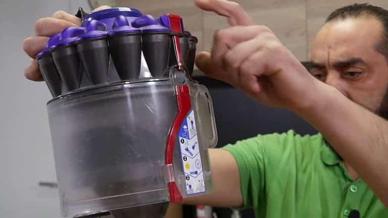changer le réservoir de votre aspirateur dyson