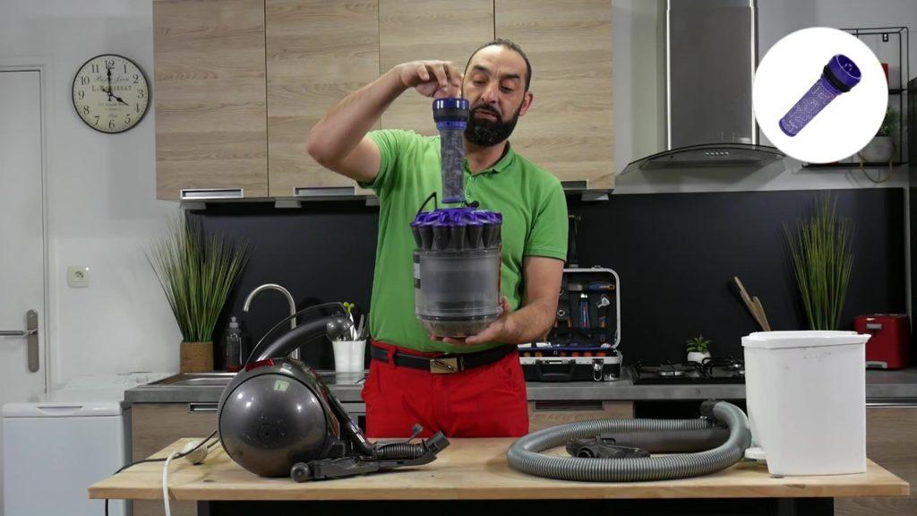 Nettoyer ou remplacer le filtre de l'aspirateur