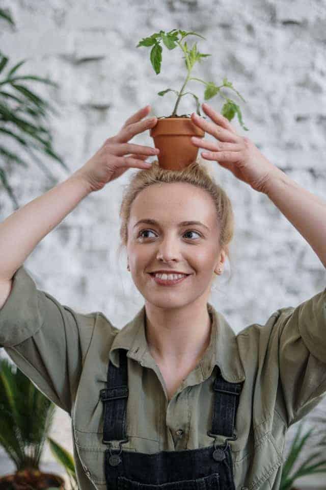 Jardinière heureuse