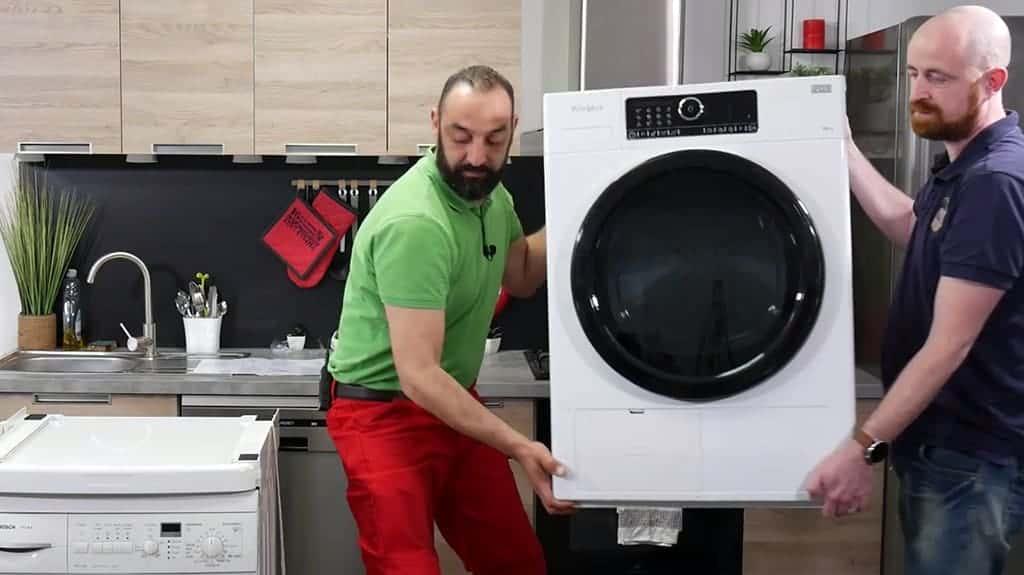 Positionner le sèche-linge sur le plateau